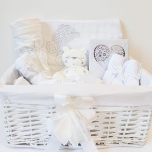 BibEasy Bibs Luxury-White-Newborn-Hamper